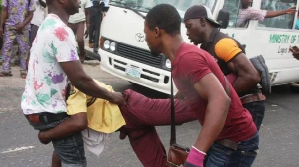 Photo of LASTMA Official attacked and killed by Mob in Lagos