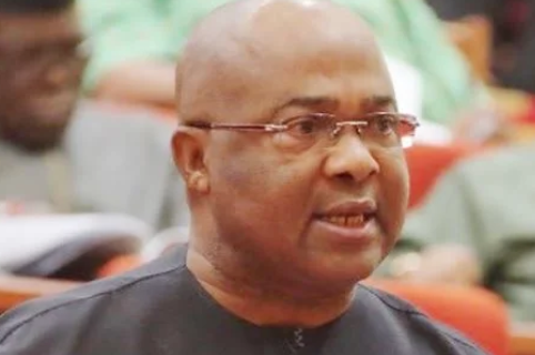 Photo of Uzodinma gives runaway Contractors 72 hours ultimatum.