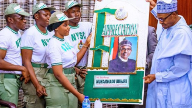 Photo of Nigerians react as Corps Members thank Buhari over N33K Monthly Allowance