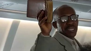 Photo of Trending Video Of An African Man Preaching The Gospel On Board A Flight