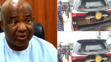 Photo of Angry Mob attack Uzodinma's Convoy
