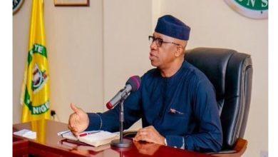 Photo of Ogun Government postpones President Buhari's lockdown order till Friday to allow residents stock up