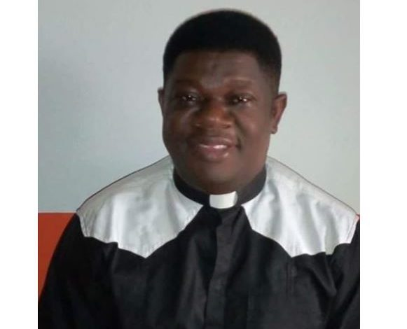 Catholic priest slumps and dies while officiating Mass in Rivers State 1