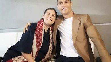 Photo of Cristiano Ronaldo 'flies to Madeira to be with his mother after she suffered a stroke and was rushed to hospital'