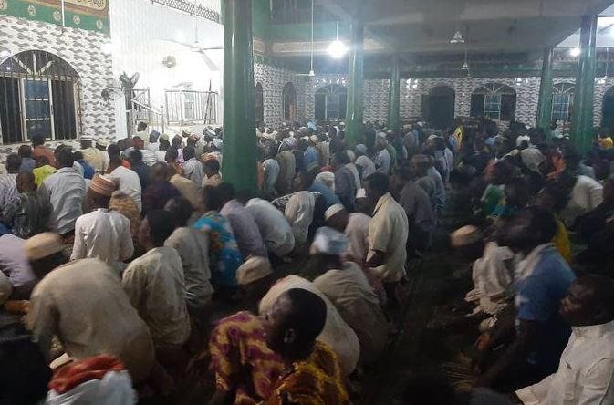300 Angry Muslims Praying at Agege Central Mosque attack Lagos State Govt COVID 19 Taskforce (photos) 4