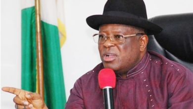 Photo of Governor Umahi apologizes for banning journalists for life