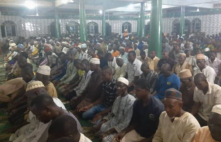 300 Angry Muslims Praying at Agege Central Mosque attack Lagos State Govt COVID 19 Taskforce (photos) 3
