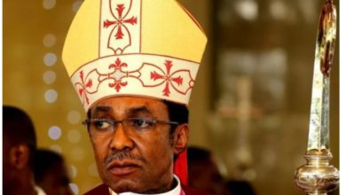 Photo of Anglican Archbishop Emmanuel Chukwuma holds church service amid Coronavirus, dares police to stop him
