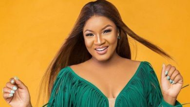 "Photo of ""I don't like begi begi people"" Omotola tells Twitter fan asking for giveaway, explains the type of fans she wants"