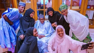 Photo of President Buhari celebrates Eid-el-Fitr with his immediate family in the statehouse (photos)