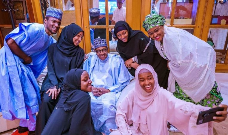 President Buhari celebrates Eid-el-Fitr with his immediate family in the statehouse (photos) 1