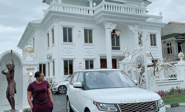 Owner of Sayaveth interiors, Ehi Ogbebor gifts herself a 7-bedroom Mansion on her 35th Birthday ( Photos) 5
