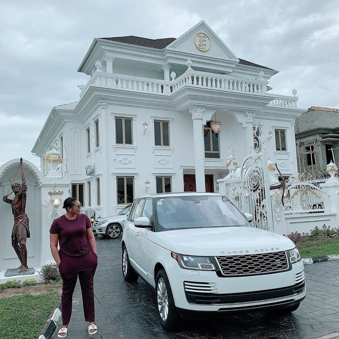 Owner of Sayaveth interiors, Ehi Ogbebor gifts herself a 7-bedroom Mansion on her 35th Birthday ( Photos) 6