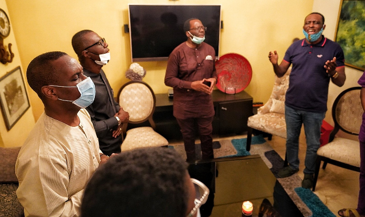 Sanwo-Olu pays condolence visit to Pastor Ituah Ighodalo 1