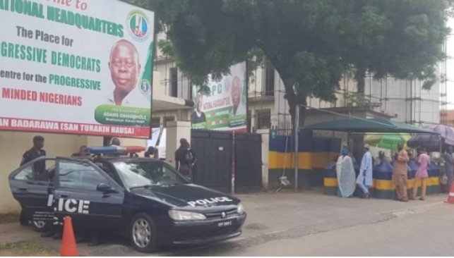 Police seal off APC Headquarters in Abuja 1