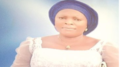 Photo of Nigerian Woman in search of a child for eighteen years dies three days after welcoming a set of twins.