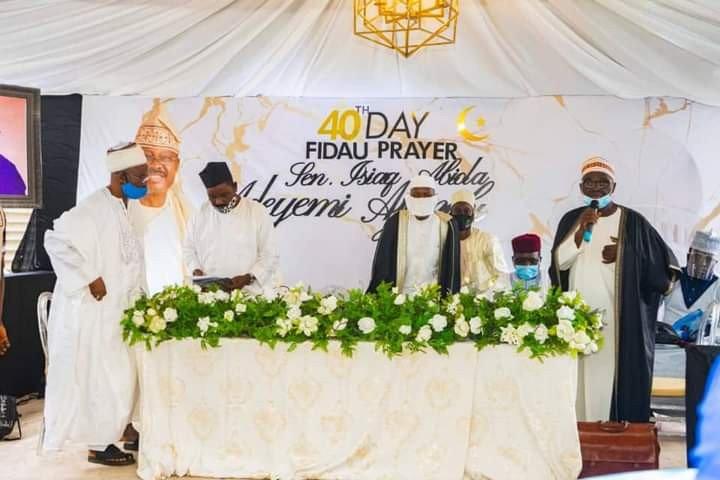 Family and Friends gather for the 40th day Fidau prayer of late Senator Ajimobi (photos) 8
