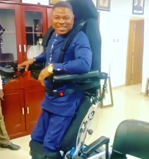 Yinka Ayefele gets a standing wheelchair as a gift (Photo) 4