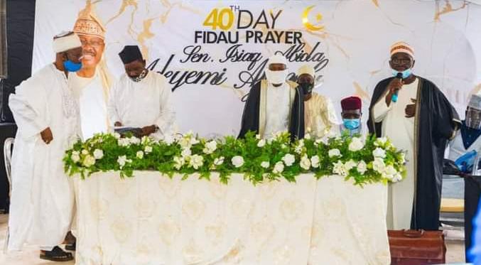 Family and Friends gather for the 40th day Fidau prayer of late Senator Ajimobi (photos) 7