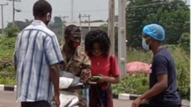 Photo of Recovered Covid-19 Patient in Oyo state ignores Father, follows Soldier she met at isolation center