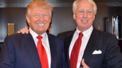 Photo of Donald Trump loses younger brother at 71