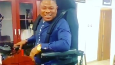 Photo of Yinka Ayefele gets a standing wheelchair as a gift (Photo)