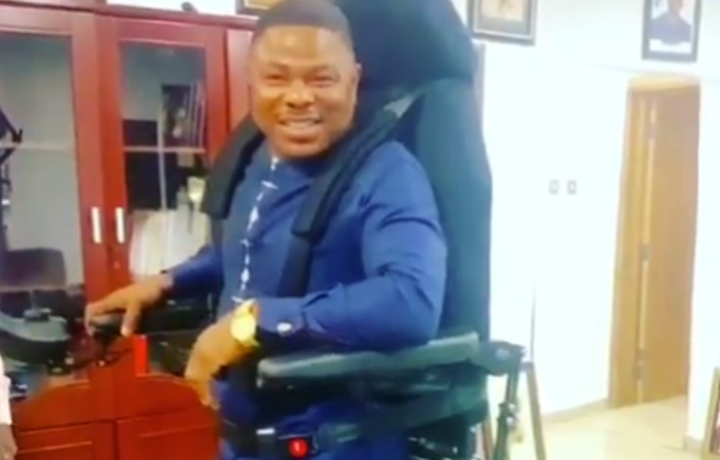 Yinka Ayefele gets a standing wheelchair as a gift (Photo) 3
