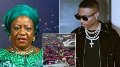 Photo of 'Old woman, see your mates' – Wizkid blasts Lauretta Onochie as mothers join #EndSARS protest
