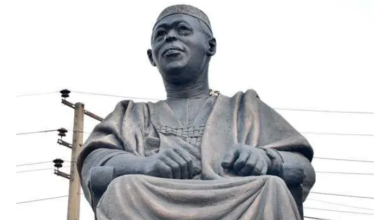 Photo of Hoodlums steal Obafemi Awolowo's glasses from his statue in Lagos (Photos)