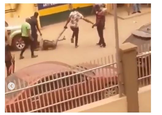 #EndSARS protest: Video of Ojah B, manager of singer Oxlade being dragged on the ground into a police station in Surulere 1