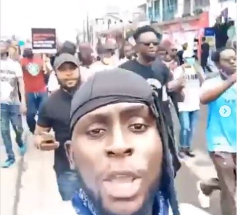 #EndSARS protesters chant 'Wike we dey come o' as they Defy Gov Wike's Ban and march to Rivers State Govt house (Video) 1