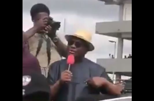 Gov Wike bows to public pressure makes U-turn and joins #EndSARS protesters in Rivers state (video) 1
