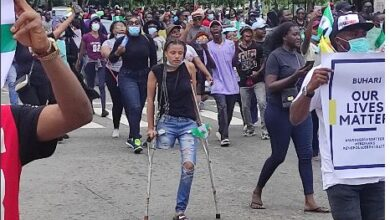 Photo of Nigerians raise over 1.6 million Naira in less than 24 hours to get a prosthetic leg for an End SARS protester who didn't let her condition stop her