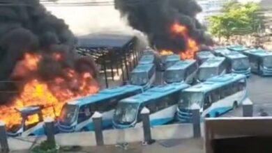 Photo of #EndSARS: Hoodlums set BRT buses ablaze at Oyingbo Lagos state (video)