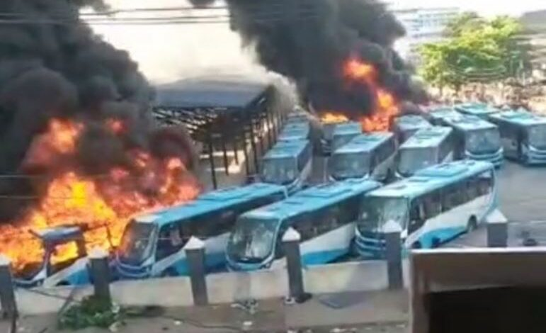 #EndSARS: Hoodlums set BRT buses ablaze at Oyingbo Lagos state (video) 1