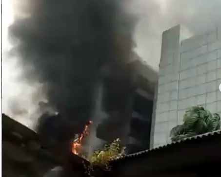 Nigerian Ports Authority Headquarters in Lagos has been set on fire (video) 1
