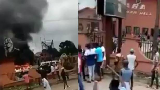 Photo of Aba Town Hall set on fire by an angry mob despite statewide curfew (videos)