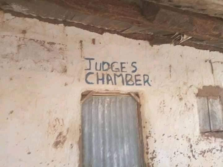 Photos of an alleged courtroom in Nigeria goes viral 11
