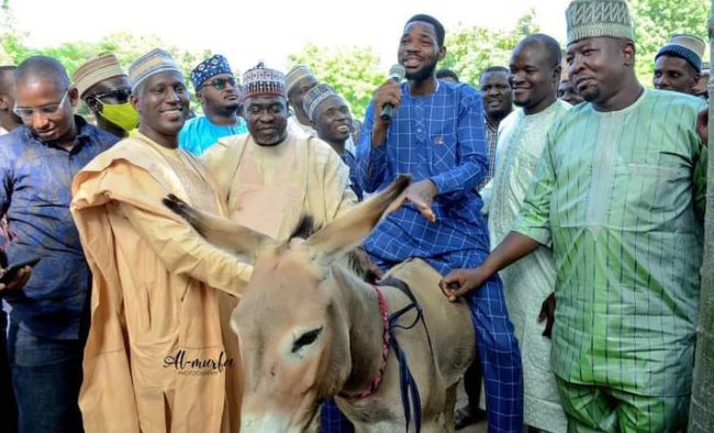 Ganduje's aide shares donkey and other items to empower Kano youths 3