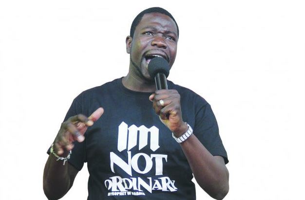 Drama as churchgoers demand their money back from Prophet Walter Magaya 1