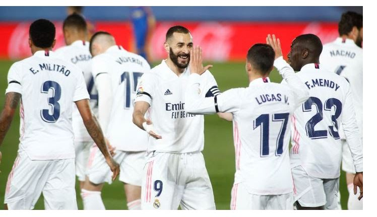 Photo of Real Madrid 2-1 Barcelona: Zinedine Zidane's men go top of the table (As it happened)