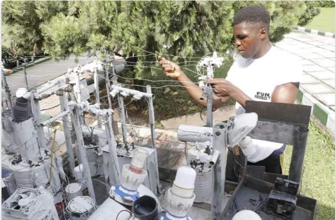 Gov Ikpeazu awards scholarship to Abia-born electricity transformer innovator 4