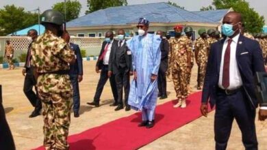 Photo of Don't give Nigeria's enemies breathing space – Buhari tells Soldiers