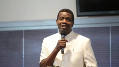 Photo of FG threatens to prosecute Adeboye, others over Twitter usage