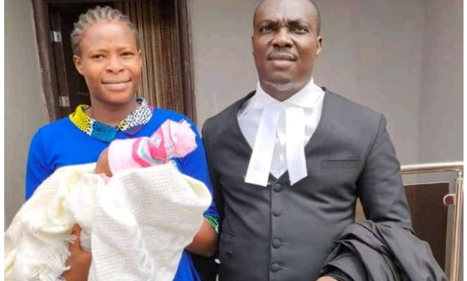 Photo of #EndSARS protester who gave birth in prison regains freedom temporarily